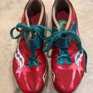 Saucing track spikes